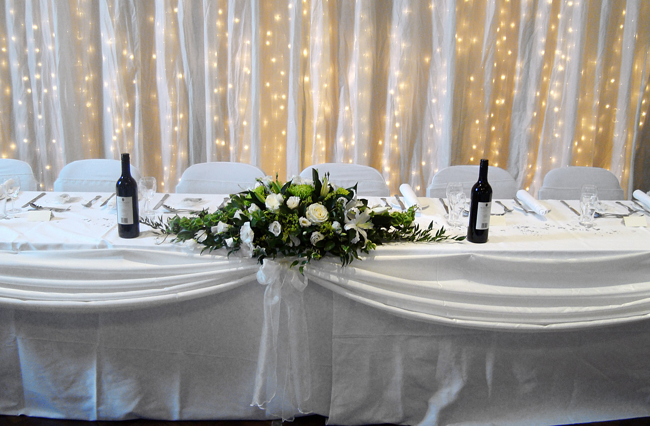 Stylish Seating Table Swags